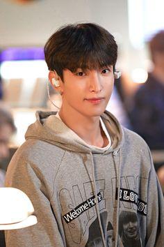 Woozi, Jeonghan, Wonwoo, Carat Seventeen, Seventeen Album, Pledis 17, O Love, Pop Bands, Pledis Entertainment