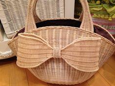 ラタン リボン バッグ Bamboo Basket, Rattan Basket, Willow Weaving, Basket Weaving, Sisal, Pine Needle Baskets, Newspaper Basket, Paper Weaving, Crochet Projects