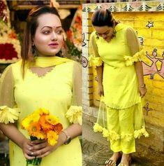 Salwar Suit Designer Party Wear Dresses, Kurti Designs Party Wear, Simple Kurti Designs, Kurta Designs, Dress Neck Designs, Designs For Dresses, Frock Fashion, Fashion Dresses, Women's Fashion
