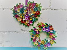 Ein Blütenkranz für Mama Diy Recycling, Floral Wreath, Wreaths, Home Decor, Cardboard Packaging, Awesome Things, Cardboard Paper, Repurpose, Floral Crown