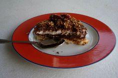 Η all time classic οικογενειακή μας τούρτα αρέσει σε όλους, ακόμα και σ' αυτούς που δηλώνουν ότι δεν τρώνε γλυκά. Η συνταγή γρήγορη και πανεύκολη. Όσον αφορά τη σαντιγί, προτιμώ να χτυπάω εγώ στο μίξερ την κρέμα γάλακτος με λίγη άχνη. Η έτοιμη σαντιγί των ζαχαροπλαστείων είναι πολύ γλυκιά για τα γούστα μου.