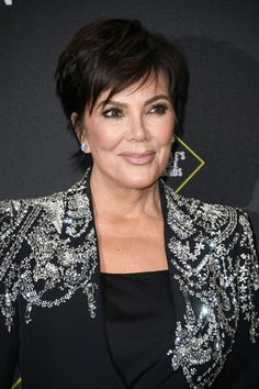 Kris Jenner Layered Razor Cut - Kris Jenner went for a chic layered razor cut at the 2019 E! Kris Jenner Haircut, Baby Girl Haircuts, Kris Jenner Style, Jenner Photos, Robert Kardashian, Long Bangs, Hairstyle Look, Undercut Hairstyles, Kardashian Jenner