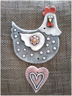 This would be a fun kid project to make with air dry clay and acrylic paint. Hand Built Pottery, Pottery Art, Chicken Crafts, Clay Birds, Clay Ornaments, Paperclay, Clay Figures, Clay Animals, Polymer Clay Crafts