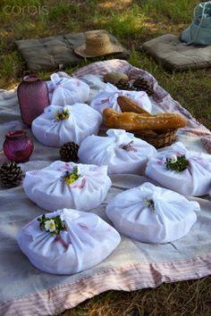 Gondoltam, mivel mi 2 napos kirándulásra indulunk Húsvétkor és ebédre piknikezést tervezünk, más is kedvet kaphat. Nem csak kettesben érdemes piknikezést tervezni, az egész családot elhívhatjuk nagymamástól, unokatestvérestől, sőt akár kirándulhatunk is egyet.
