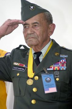 """Modesto Cartagena es el soldado hispano más condecorado de la Guerra de Corea. Sirvió en el 65º regimiento de infantería, mejor conocido como """"Los Borinqueneers,"""" durante WWII y la Guerra de Corea. Fue en la guerra de Corea que él obtiene el apodo de """"One Man Army"""". Fue condecorado con la Cruz por Servicio Distinguido , la Medalla de la Estrella de Plata, la Legión de Mérito, la Medalla de la Estrella de Bronce y la Medalla del Corazón Púrpura. Identificador de los Archivos Nacionales…"""