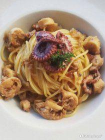 Spaghetti alla genovese con polpo