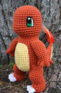 What's the go-to pal for Pokemon GO trainers in need of a real life buddy to take on their Pokejaunts? A cute and cuddly amigurumi plushie, of course. In my quest to catch 'em all, I rounded up three of the best free Pokemon crochet patterns. Crochet Diy, Crochet Crafts, Crochet Dolls, Crochet Projects, Ravelry Crochet, Pokemon Crochet Pattern, Crochet Amigurumi Free Patterns, Amigurumi Tutorial, Charmander Pokemon