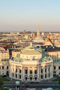 The theater was built from 1874 to 1888 according to designs by Gottfried Semper and Karl von Hasenauer. Monuments, Vienna Philharmonic, National Theatre, Vienna Austria, Architecture, Paris Skyline, Travelling, Places To Visit, Europe