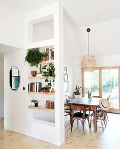 Floating shelves as partial divider wall Living Room Partition Design, Living Room Divider, Room Divider Walls, Room Partition Designs, Room Divider Shelves, Partition Ideas, Room Dividers, Home And Living, Home Remodeling