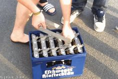 Greatest Bottle Opener Ever? What really excites the German man. Opening more than one bottle of beer at the time! Ingenieur Humor, Beste Gif, Beer Bottle Opener, Beer Bottles, Bottle Openers, Good Humor, Videos Funny, Best Funny Pictures, Funny Jokes