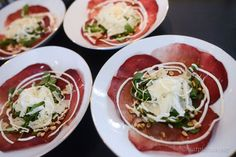Breakfast At Tiffany's, Caprese Salad, Starters, Thai Red Curry, Tapas, Dessert Recipes, Food And Drink, Appetizers, Menu