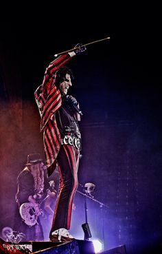Here's a photo I recently shot of Mr Alice Cooper. Such an amazing show!