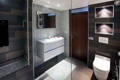 Een moderne badkamer voorzien van een sunshower en hansgrohe