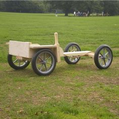 This all-terrain wooden trail go-kart is of robust construction with a hardwood frame, a chunky seat and large indestructible wheels. Wooden Garden Gazebo, Wooden Go Kart, Soap Box Derby Cars, Bbq Pit Smoker, Wood Projects, Projects To Try, Craig Johnson, Teak Garden Furniture, Diy Go Kart