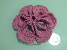 Flor 3D de lana  Realizada en crochet