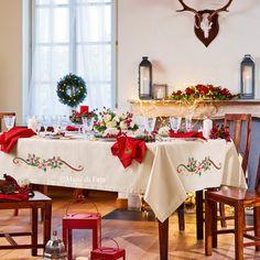 Aida di cotone avorio con filo oro, aida di cotone rosso con filo oro e schema su carta a quadretti per realizzare la tovaglia da 12 completa con 12 tovaglioli da ricamare a punto croce con stelle di Natale.