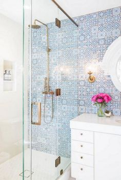 Is your residence in demand of a shower room remodel? Right Here are Impressive Small Shower Room Remodel Style, Ideas As Well As Tips To Make a Much better. Bad Inspiration, Bathroom Inspiration, Mirror Inspiration, Mirror Ideas, Beautiful Bathrooms, Tiny Bathrooms, Modern Bathroom, White Bathroom, Design Bathroom