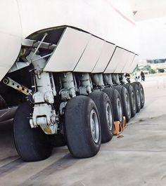 hotengines:  Landing gear of An-225.
