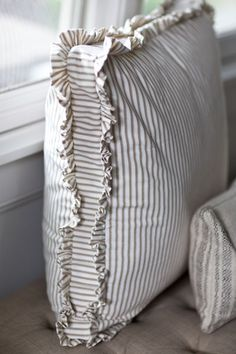 My Favorite Pillows – Cedar Hill Farmhouse Meus travesseiros favoritos – Cedar Hill Farmhouse Sewing Pillows, Diy Pillows, Decorative Pillows, Throw Pillows, Pillow Ideas, Cushion Ideas, Handmade Cushions, Linen Pillows, Do It Yourself Decoration