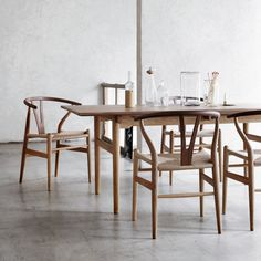 Next Post Previous Post Y Wishbone Stuhl Eiche The stylish classic, created by the designer Hans Wegner, is now. Hans Wegner, Oak Dining Table, Dining Chairs, Room Chairs, Wooden Chairs, Dining Sets, Overstuffed Chairs, Wishbone Chair, Interiores Design