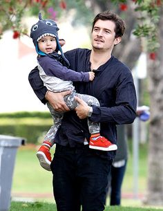 Orlando Bloom and his son, Flynn!~ I hope he grows up to look like his daddy :D We need more Blooms in the world!!!!!