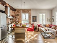Love the kitchen living space.In Spain! I could live here. Art Symphony: City Apartment with a small Garden Home Kitchens, Brick Interior Wall, Living Room Kitchen, Modern Apartment, Cozy House, House Interior, Interior Wall Design, Apartment Decor, Trendy Kitchen