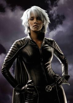I love Halle Berry as Storm!!!!