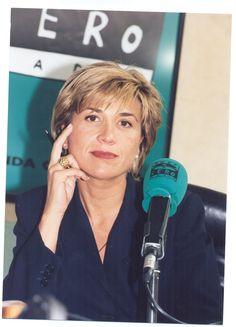 Julia Otero ante los micrófonos de Onda Cero en 1995