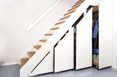 Bygg smart skap under trappen Cabinet Under Stairs, Exterior Design, Interior And Exterior, Staircase Storage, Storage Design, Organizing Your Home, Storage Shelves, Storage Ideas, Home Crafts
