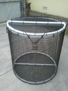 "Custom built 4' x 4' round pen. Can be used as a floating pen or sunk Heavy duty construction 1' x 1/2"" PVC coated wire mesh Holds small or large baits Large lid for ease of use"