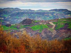 Questa è davvero una fotina.  In lontananza Monte Specchio.  #montese #ig_appenninomodenese #myappennino #appenninoslow #la_landscape_m #loves_landscape #italia_landscape #emiliaromagna_friends #ig_emilia_romagna #likes_emiliaromagna #loves_mountains #loves_modena #modenaedintorni #total_rural #loves_trees_rural #rsa_rural #nature_shooters #panoramic #landscapephotography #landscape_lovers #italiainunoscatto #turismoer #patchwork #hike #walking #walk #ig_modena by silvia.franzetti