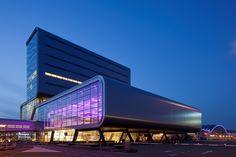 Amsterdam RAI , 'Elicium' met lichtkunstwerk in de entree