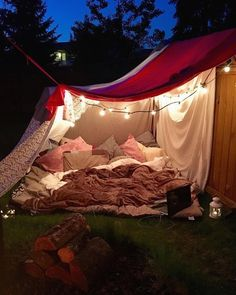 Totally in love with this backyard blanket fort by What do you thi. Sleepover Fort, Fun Sleepover Ideas, Outdoor Forts, Outdoor Blanket, Outdoor Camping, Picnic Blanket, Summer Goals, Summer Fun, Soirée Pyjama Party