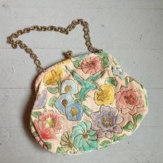 Is it Spring yet?! Sweet painted velvet 1960s Hummingbird purse. $50  post. We ship worldwide! Comment or DM to purchase or with questions.  #vintage #vintagepurse #spring #hummingbird #hummingbirds #60s #springfashion #bridal #springwedding