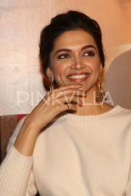 Bollywood News & Gossip | Fashion & Beauty | Celebrity Photos | Movie Reviews | Pinkvilla.com