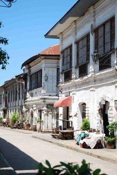 Heritage houses of Vigan Philippine Architecture, Filipino Architecture, Tropical Architecture, Spanish Colonial Homes, French Colonial, Vigan Philippines, Filipino House, Philippine Houses, Vernacular Architecture
