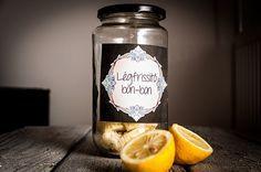 Házi légfrissítő, hogy mindig jó illat legyen | NOSALTY – receptek képekkel Candle Jars, Mason Jars, Air Freshener, Natural Living, Potpourri, Vodka Bottle, Helpful Hints, Diy And Crafts, Essential Oils