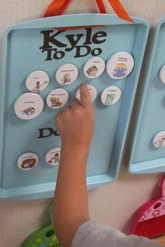 Simple DIY Chore Chart for Kids // Tabla de tareas para niños DIY Diy Tableau, Chore Board, Cleaning Fun, Chore Chart Kids, Chore Charts, Charts For Kids, Projects For Kids, Diy Projects, Getting Organized