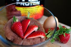 Quick Protein Mug Cake (Gluten-Free, Sugar-free) Fitness Dessert, Banana Mug Cake, Protein Mug Cakes, Sweet Recipes, Healthy Recipes, Post Workout Snacks, Star Cakes, Micro Onde, Gluten Free Cakes