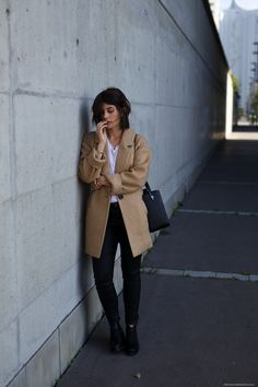 The Camel Coat | more on www.viennawedekind.com #camelcoat #designersremix