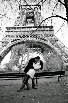 e5e6736f53 Sweet Engagement Session under the Eiffel Tower Romantic Portraits Paris  Engagement Shoots