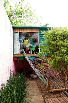 Rope ladder to backyard fort at the home of Cris Rosenbaum & Marcelo Rosenbaum « the selby