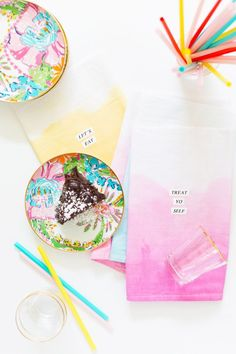 DIY Dip-Dye Typography Kitchen Towels! Super simple, with /epsonlabelworks/.