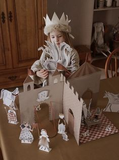 Cardboard Interlocking Castle and Castle Character Printables Cardboard Castle, Cardboard Toys, Paper Toys, Paper Crafts, Projects For Kids, Diy For Kids, Crafts For Kids, Diy Projects, Upcycled Crafts