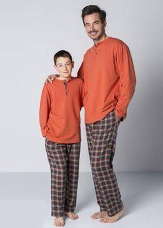 Esquijama en punto de algodón y villela para usar con las primeras noches frías del otoño o del invierno. http://www.varelaintimo.com/92-pijamas-de-manga-larga