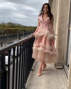Indian Fashion Dresses, Girls Fashion Clothes, Indian Designer Outfits, Designer Dresses, Cocktail Dress Classy Elegant, Classy Dress, Stylish Dress Designs, Stylish Dresses, Party Wear Dresses