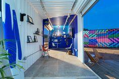 In Californië heeft Rapt Studio een oude industrieël terrein met zeecontainers omgevormd tot een groot kantorencomplex. Het aantrekkelijke kantoorklimaat moet nieuwe ideeën en producten voortbrengen, door de samenkomst van de werk- en natuurlijke omgeving. Daarnaast biedt het de werknemers een attractieve, dynamische werkomgeving, met onder andere food trucks, een amfitheater, en een fitness centrum.