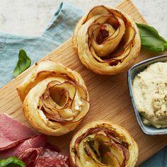 En potatisros är nästan för fin för att äta... om den inte också vore otroligt god. Lär dig göra en och imponera på gästerna! Veggie Food, Veggie Recipes, Pesto, Peanut Butter, Veggies, Drinks, Frases, Vegetarian Food, Drinking