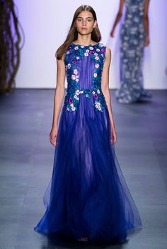 See all the Tadashi Shoji Spring 2016 looks from the runway. Couture Fashion, Runway Fashion, Fashion Show, Tadashi Shoji, Floral Chiffon, New York Fashion, Unique Fashion, Spring 2016, Summer 2016