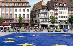 Big_european_flag_at_Strasbourg_(France)_-_Europe_day